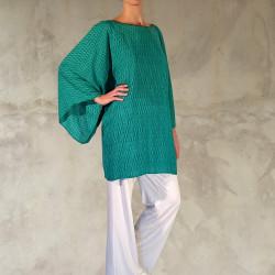 Abito verde giada con taglio a tunica ed ampie maniche a kimono